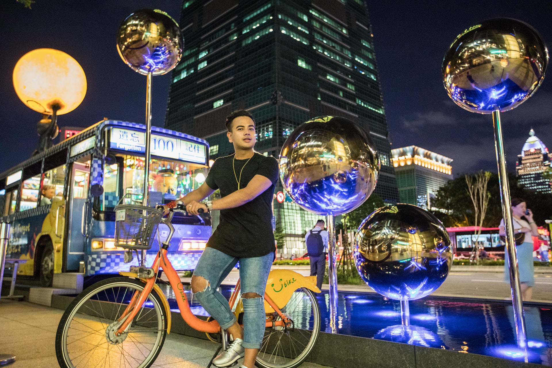Jonathan Fashion Blogger in Taiwan_Style_TRAVEL BLOGGER CANADA_5