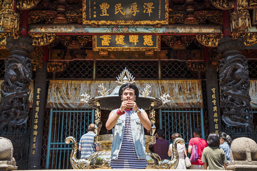 Visiting Longshan Temple+ Offering Prayers in Taipei+ Travel Influencer + Influencer +www.waichingswall.com_6