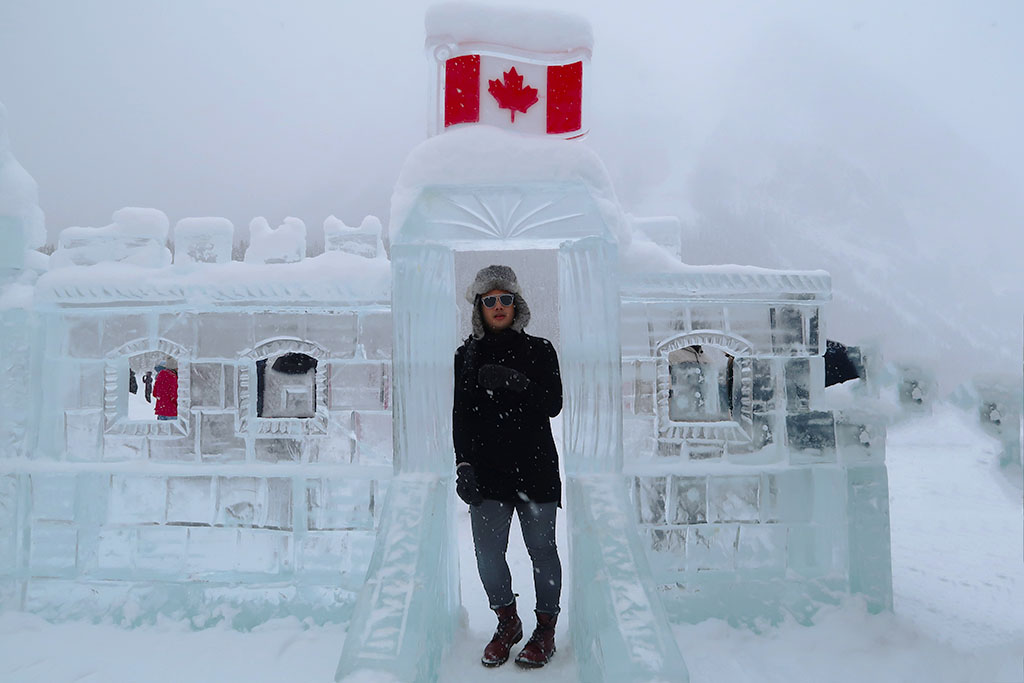 Canadian Travel Blogger Jonathan Waiching Ho_Visit Lake Louise_What To See in Banff_Explore Canada_Style Influencer Canada_Dressing Warm For The Snow Days_Mensfashion Canada_16
