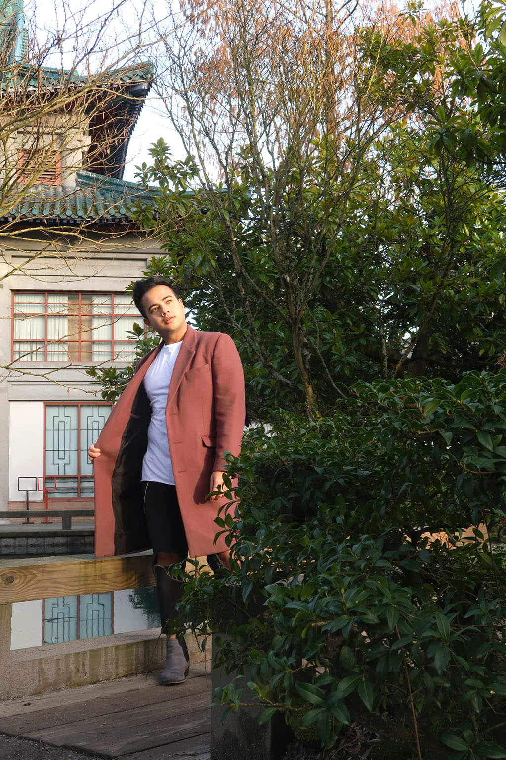 Jonathan Waiching Ho_Travel To Vancouver_Visit China Town Vancouver_Mens Fashion_Style Influencer_2